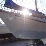 Unser Boot glänzt silbrig in der Abendsonne.